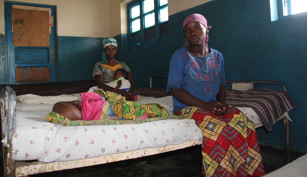 Foto: Madres con niños malnutridos en el hospital de Kibabi. (T. Deiros)