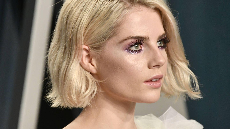 Lucy Boynton, amante de todas las tendencias, también peina sus cejas de este modo. (Getty)