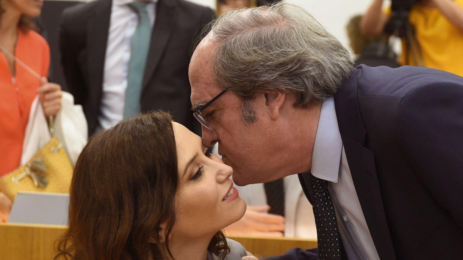Foto: La candidata del PP junto a Gabilondo (D). (EFE)