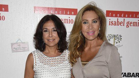 Rocío Carrasco y Norma Duval saltan la hoguera en la fiesta de Isabel Gemio
