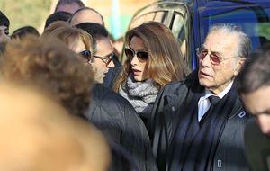 Naty Abascal, Bertín Osborne y Luis Alfonso de Borbón apoyan a Paloma Cuevas en el funeral y entierro de su hermano