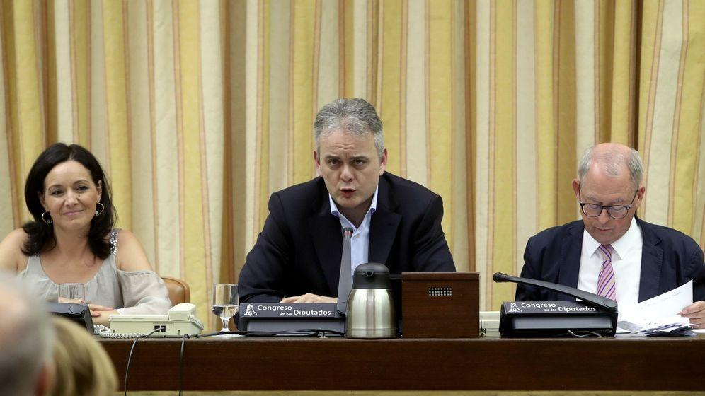 Foto: Héctor Illueca (c), diputado de Podemos por Valencia, ejerciendo la Presidencia de la Comisión de Trabajo del Congreso el pasado julio. (EFE)