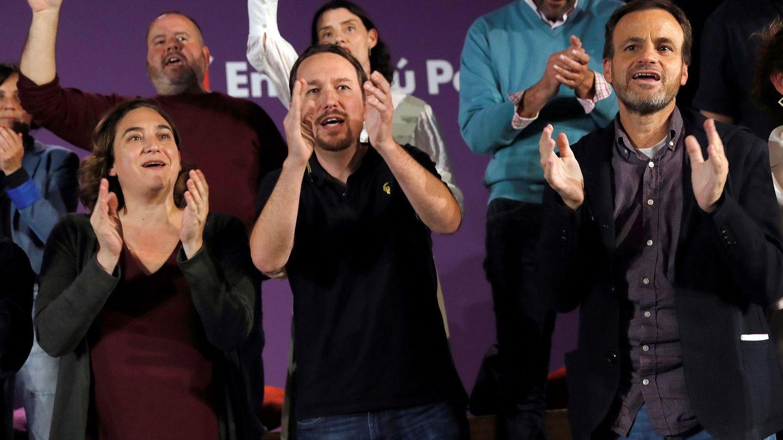 Ada Colau, Pablo Iglesias y Jaume Asens, íntimos amigos y compañeros de partido. (EFE)