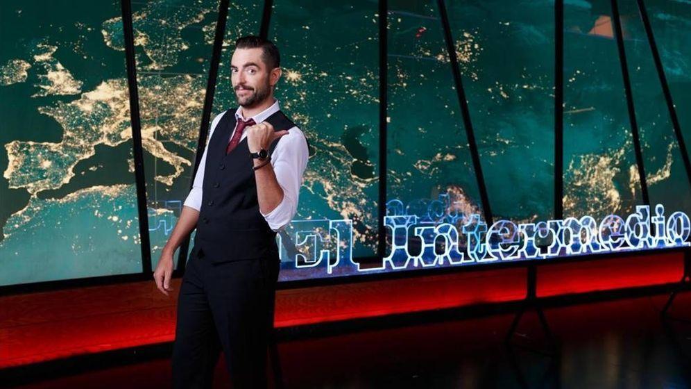 Foto: Dani Mateo en una foto promocional de 'El Intermedio'. (Atresmedia Televisión)