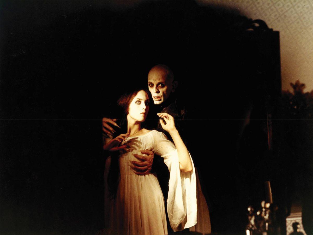 Foto: Un fotograma de 'Nosferatu' (1979) de Werner Herzog con Isabel Adjani y Klaus Kinski. (CaixaForum)