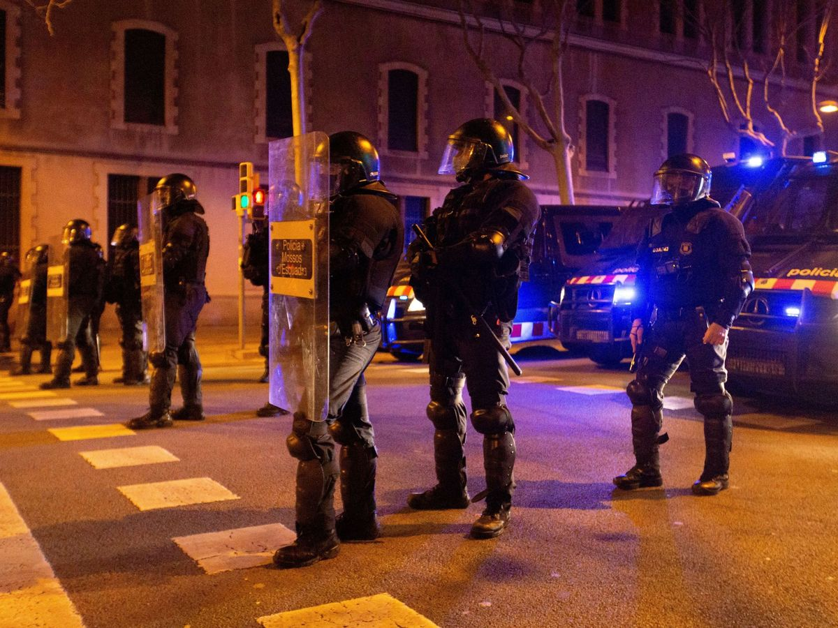 Foto: Disturbios en Barcelona por la detención de Hasél. (EFE)