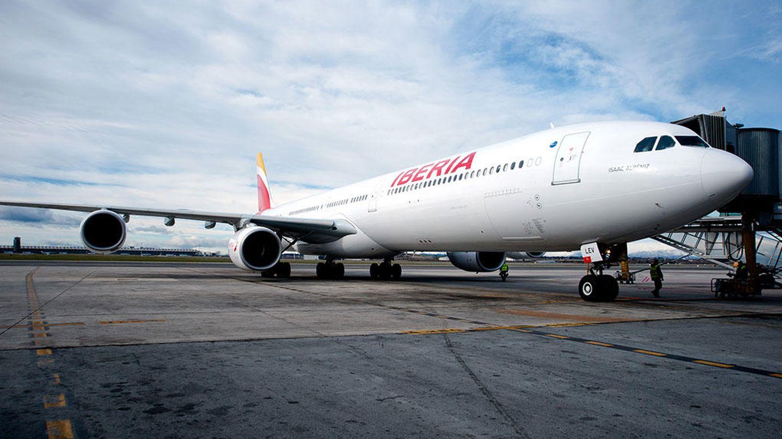 Foto: Un avión de la compañía Iberia (Efe)