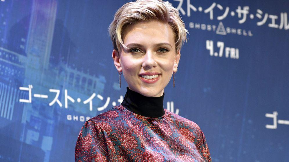 Foto: La actriz estadounidense Scarlett Johansson posa para los fotógrafos durante una rueda de prensa por la presentación de la película 'Ghost in the Shell'. (EFE)