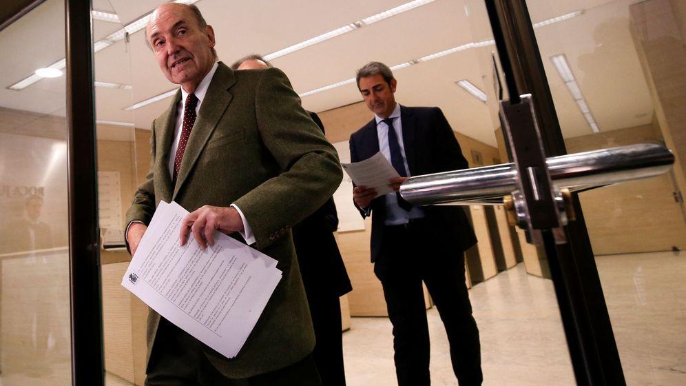 Foto: Miquel Roca en su oficina de Barcelona. (Reuters)