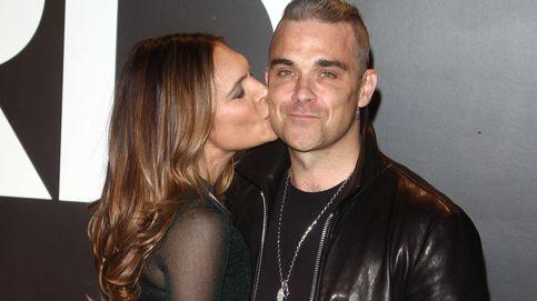 Robbie Williams demandado por acoso sexual por ir semidesnudo por su casa