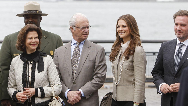 Foto: Los reyes de Suecia, junto a su hija Magdalena (Gtres)