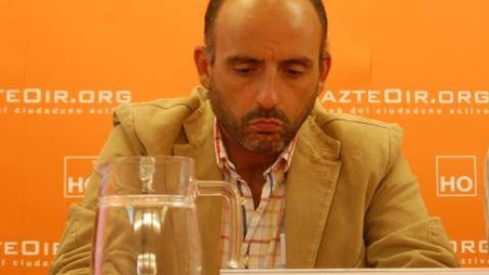 Foto: El letrado Íñigo Urien Azpitarte dando una conferencia para Hazte Oír.