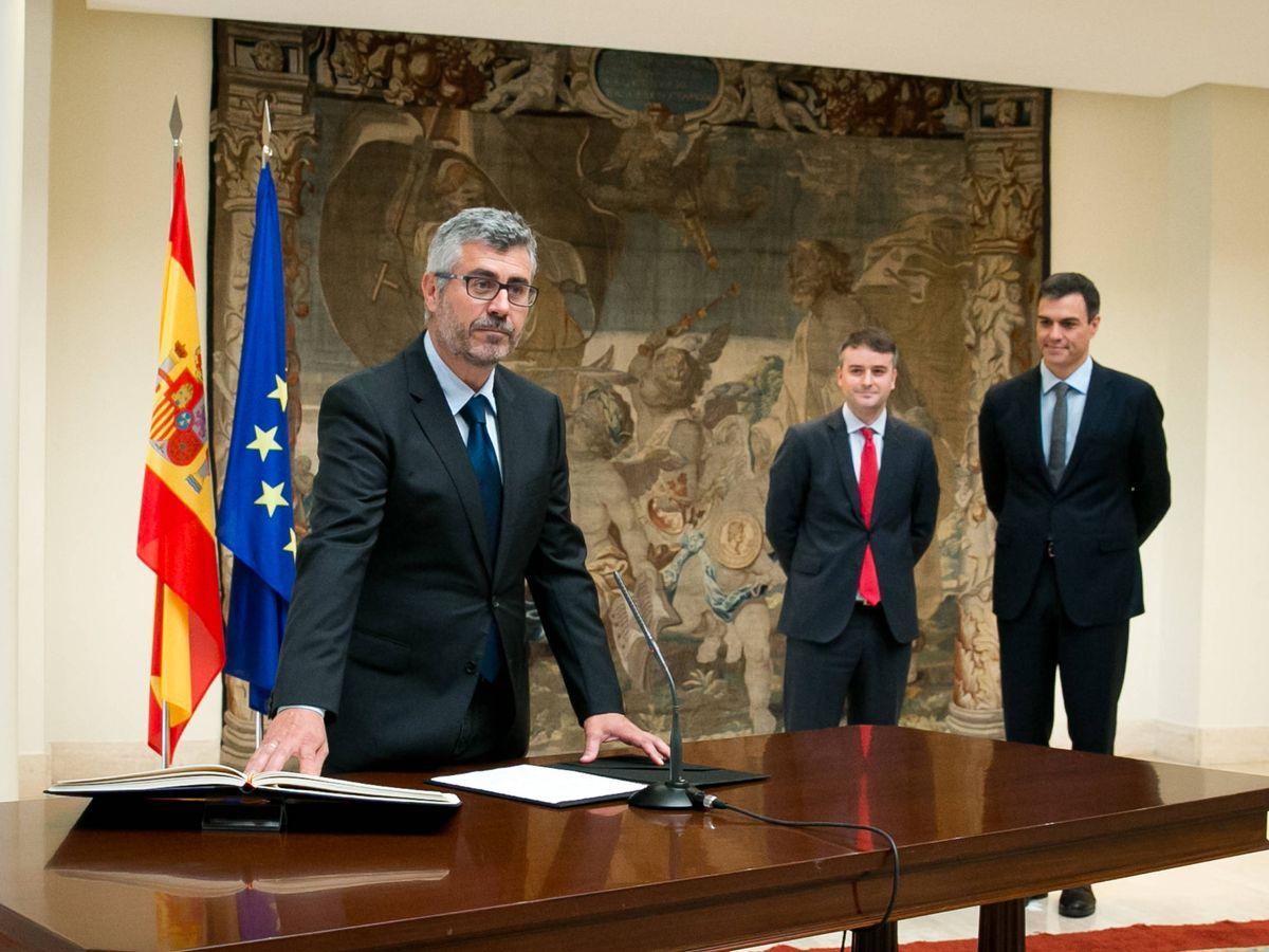 Foto: Miguel Ángel Oliver, junto a Sánchez y Redondo, en una imagen de archivo. (EFE)