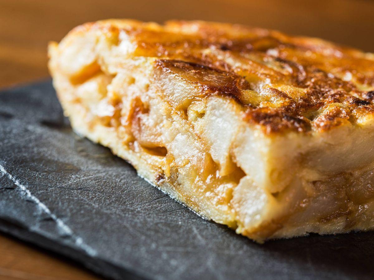 Foto: La tortilla (poco hecha y con cebolla) es la mejor. (iStock)