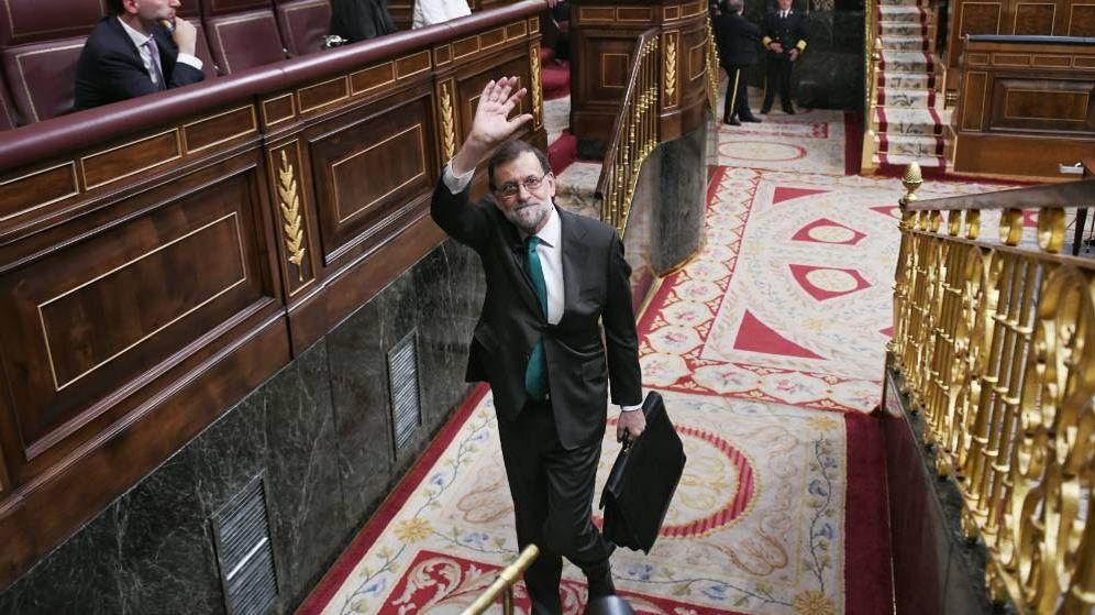 Foto:  El presidente del Gobierno, Mariano Rajoy, sale del Congreso tras participar en el debate. (Dani Gago)