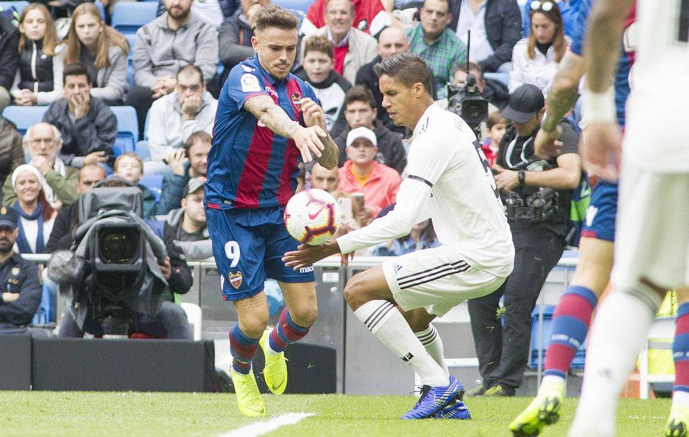 Foto: El penalti de Varane. (Miguel Berrocal)