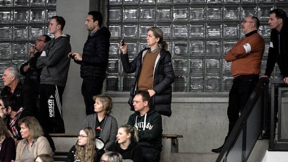 Foto: La infanta Cristina, entre el público viendo a su hijo. (Michael Thieme)
