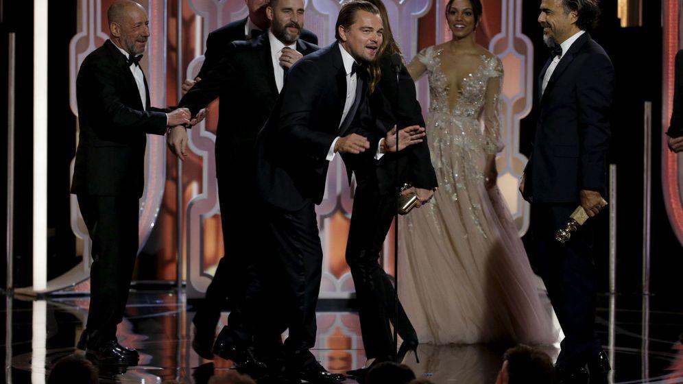 Foto: DiCaprio e Iñárritu recogen el premio a la Mejor película (Reuters)