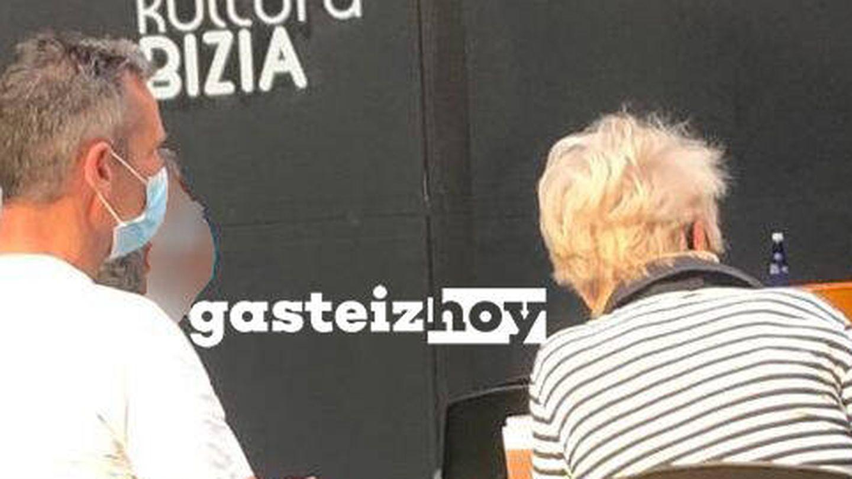 Urdangarin, fotografiado durante el concierto. (Cortesía de 'Gasteiz Hoy')