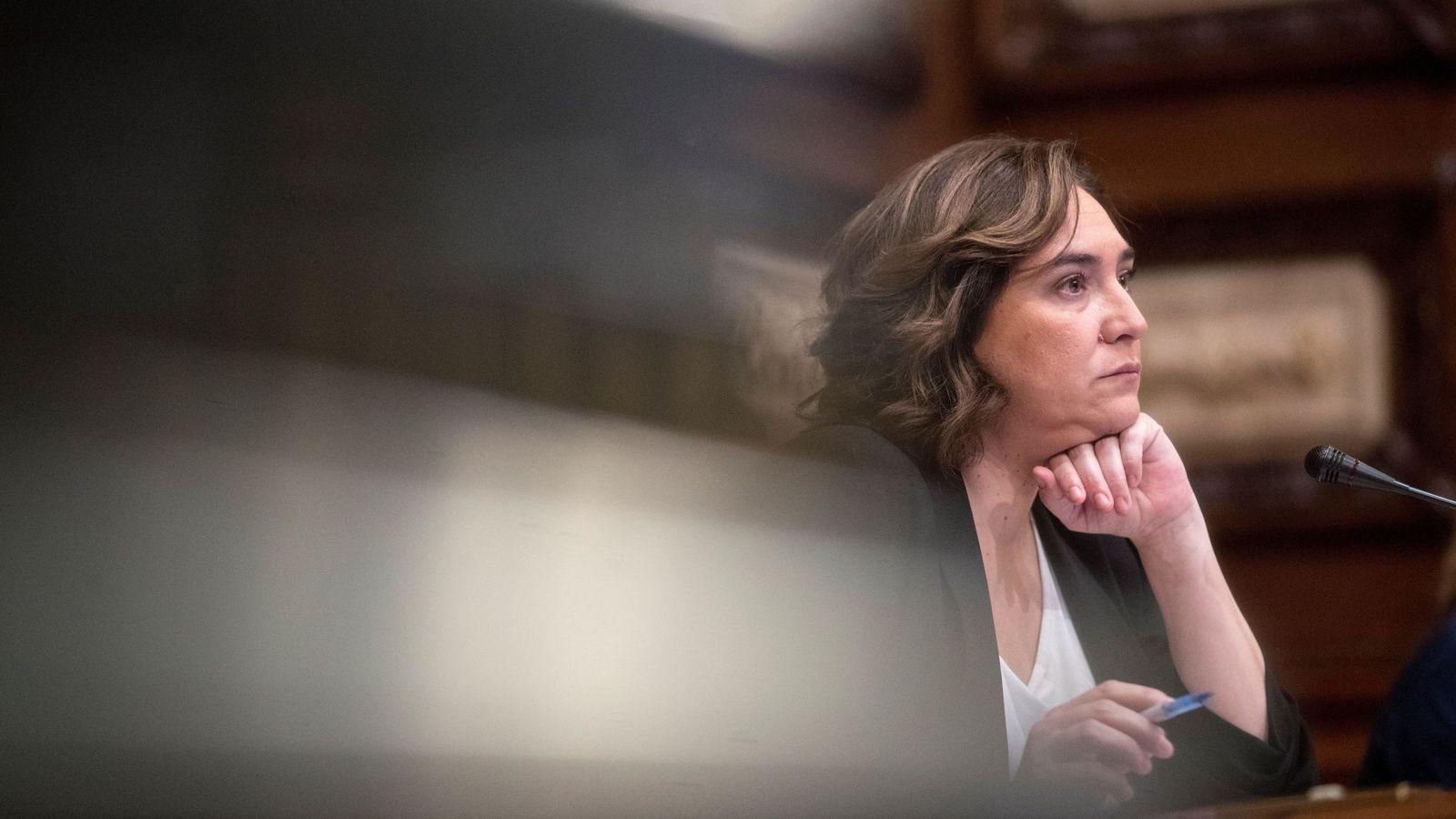 Foto: La alcaldesa de Barcelona, Ada Colau, en un Pleno del Ayuntamiento. (EFE)