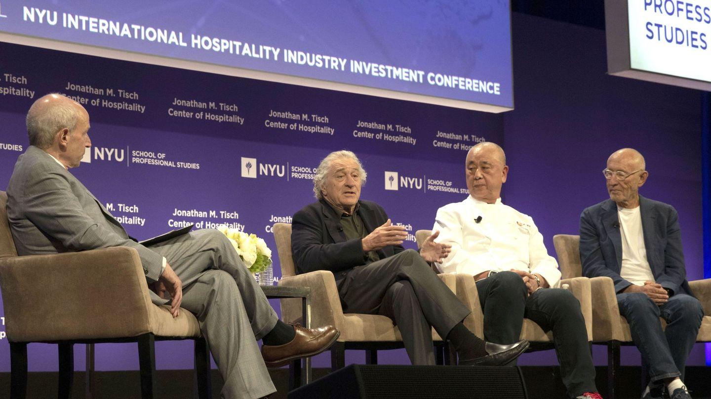 Robert De Niro y sus socios, Nobu Matsushita y Meir Teper, responden preguntas sobre su hotel en una conferencia. (EFE)