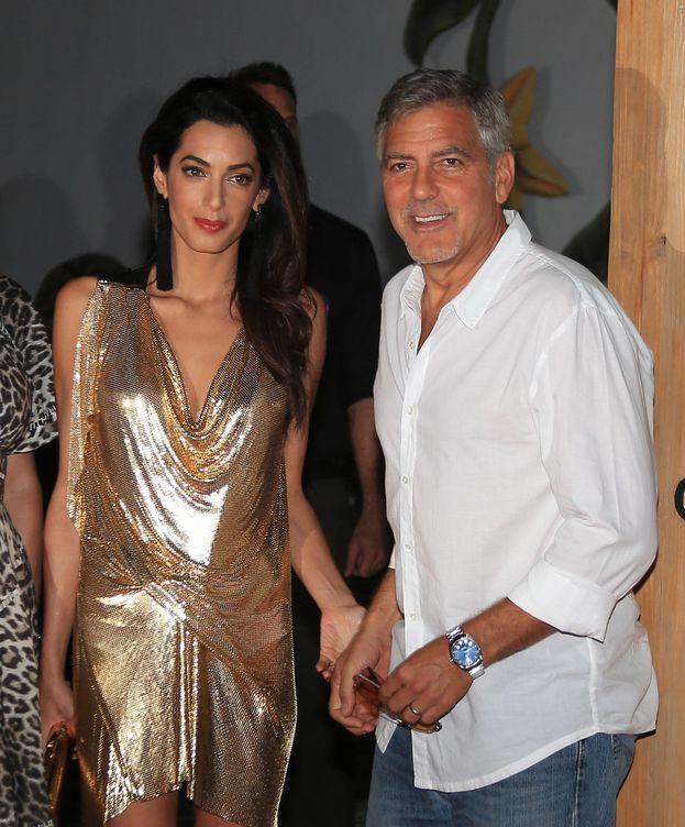 Foto: George Clooney junto a su esposa, Amal, durante la presentación de su tequila este domingo (Gtres)