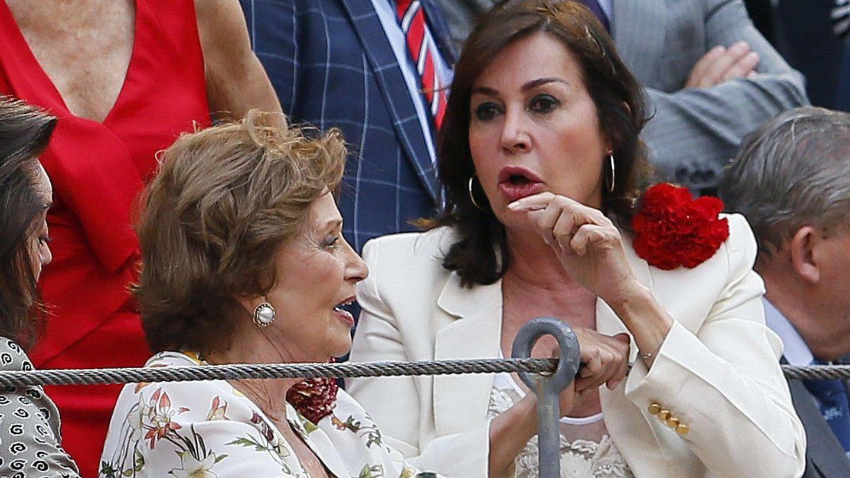 Carmen Franco y Carmen Martínez-Bordiú, en Las Ventas. (EFE)