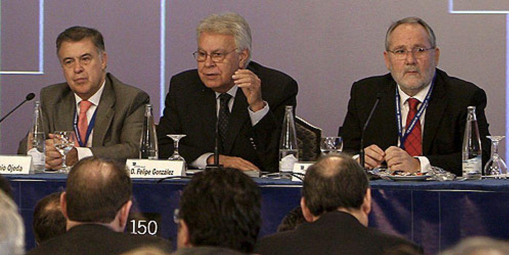 """Felipe González encandila a los notarios y deja un mensaje: """"No hay democracia sin mercado"""""""