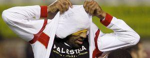 Multan a Kanouté por mostrar una camiseta en apoyo al pueblo palestino