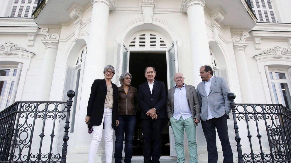 Los mediadores de ETA se disuelven entre la esperanza que da Sánchez a los presos