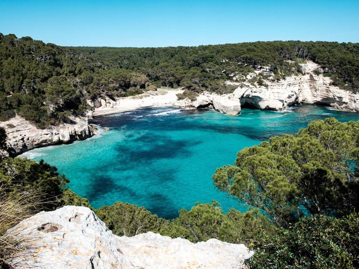 Foto: Cala Mitjana, Menorca. (Unsplash)