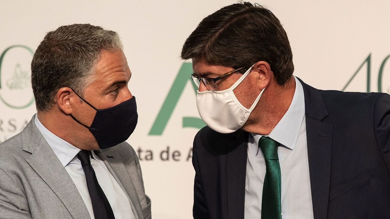 El vicepresidente de la Junta, Juan Marín (d), y el portavoz del Gobierno, Elías Bendodo. (EFE)