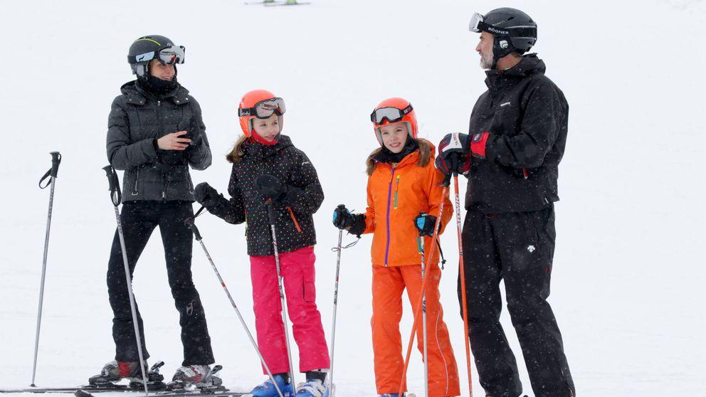 Los Reyes y sus hijas disfrutan de la nieve en la estación de Astún