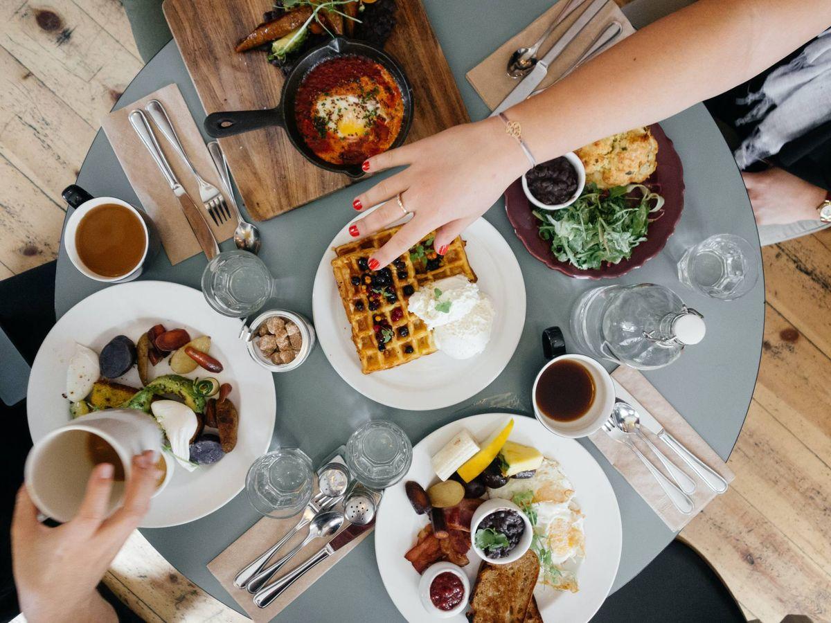 Foto: Los mejores trucos para comer fuera de casa y seguir adelgazando. (Ali Inay para Unsplash)