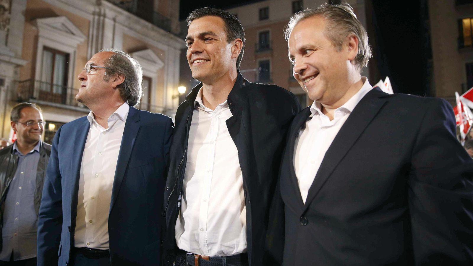 Foto: Pedro Sánchez, junto a los candidatos a la Comunidad de Madrid, Ángel Gabilondo, y al Ayuntamiento de Madrid, Antonio Miguel Carmona, en el inicio de campaña electoral. (EFE)