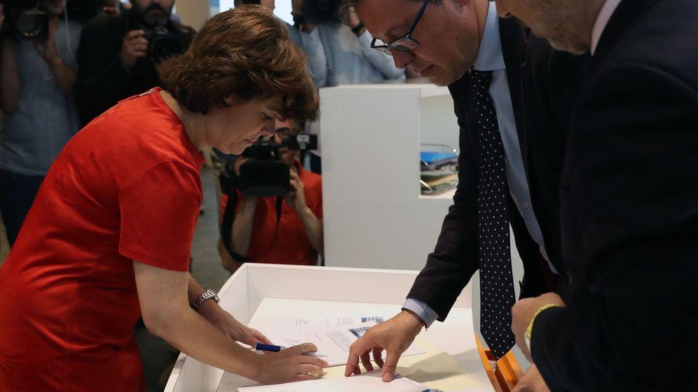 Foto: La candidata a presidir el PP y exvicepresidenta del Gobierno, Soraya Sáenz de Santamaría, durante la presentación de avales. (EFE)