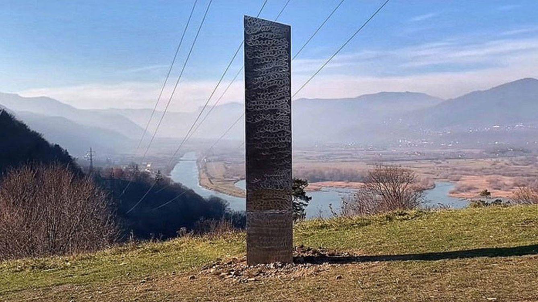 Un nuevo monolito de metal aparece en la 'Montaña Sagrada' de Rumanía