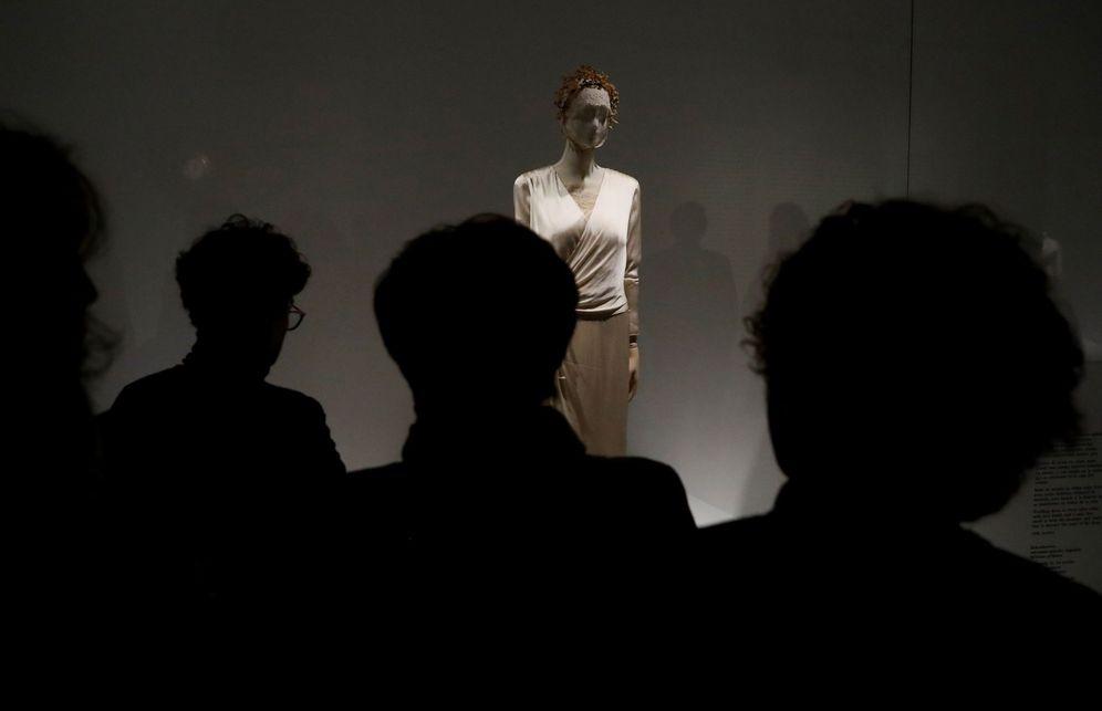 Foto: Una exposición sobre piezas de Balenciaga en el museo de Getaria dedicada a su figura. (EFE)