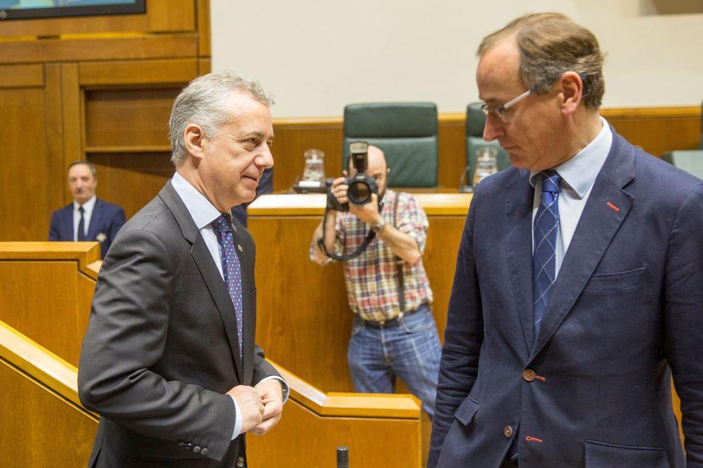 Foto: Iñigo Urkullu y Alfonso Alonso en el Parlamento Vasco. (EFE)