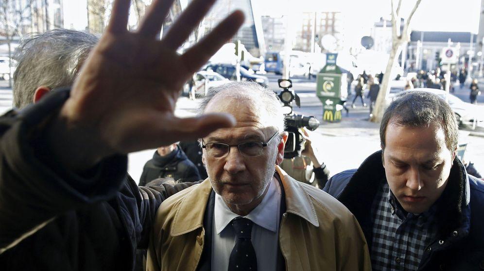 Foto: Rodrigo Rato, a su llegada a los juzgados de plaza de Castilla el pasado mes de febrero. (EFE)