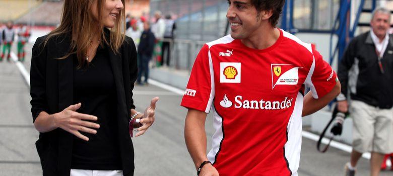 Foto: La modelo rusa Dasha Kapustina y el piloto de Fórmula 1 Fernando Alonso en una imagen de archivo (I.C.)