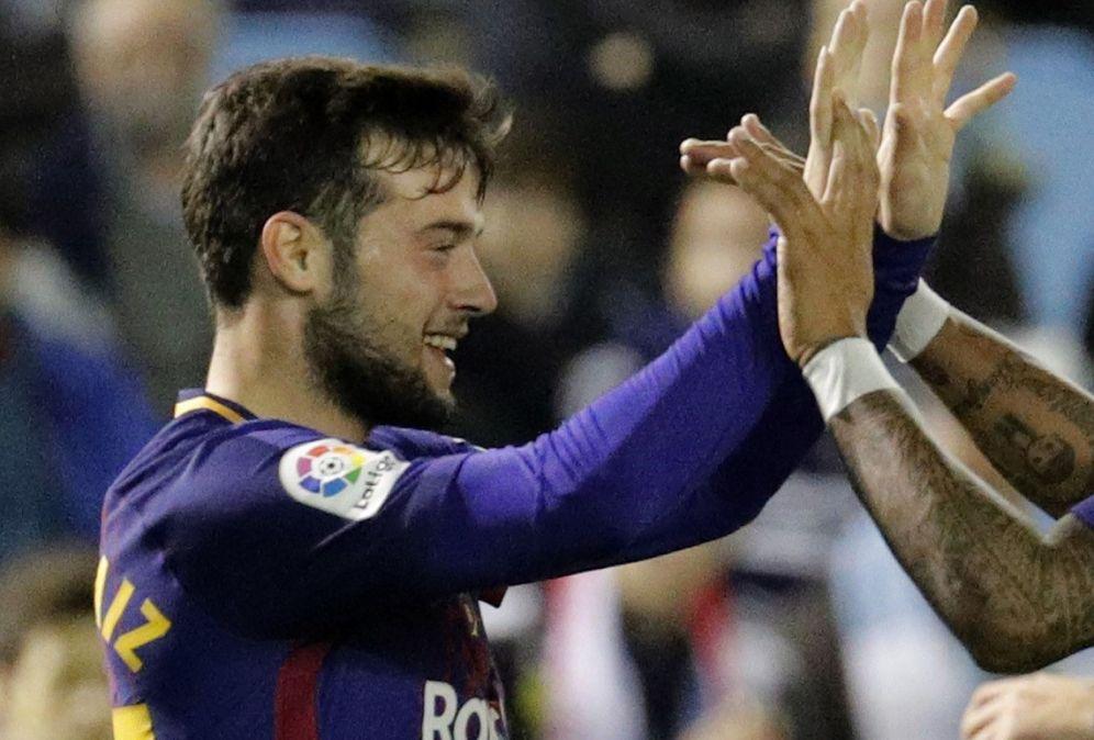 Foto: Arnaiz es felicitado por Paulinho tras marcarle al Celta en partido de Copa. (EFE)