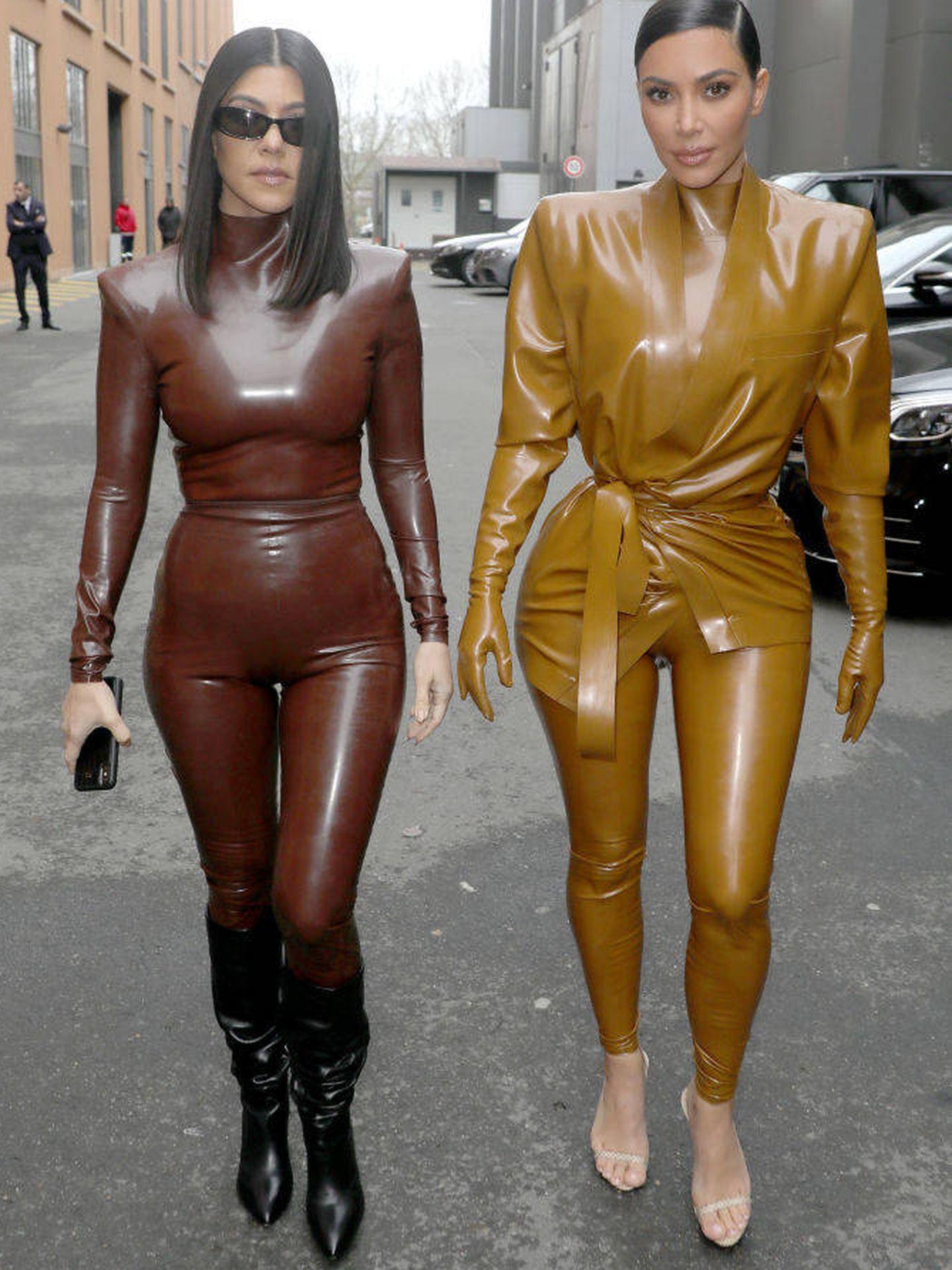 Kourtney y Kim Kardashian. (Getty)