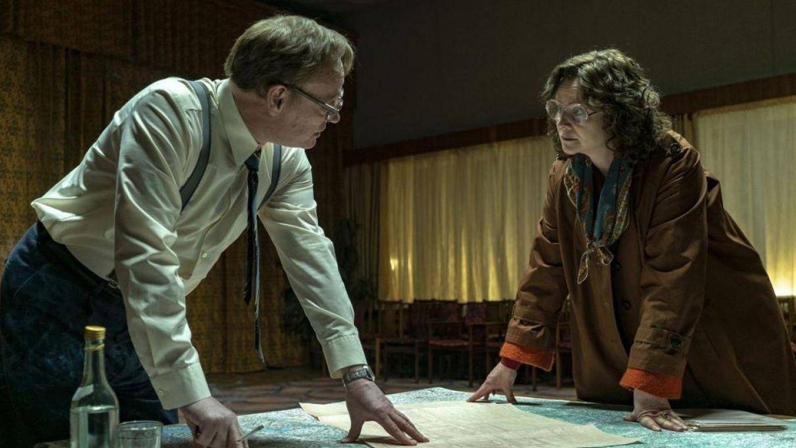 Foto: Jared Harris y Emily Watson 'Chernobyl' (HBO)