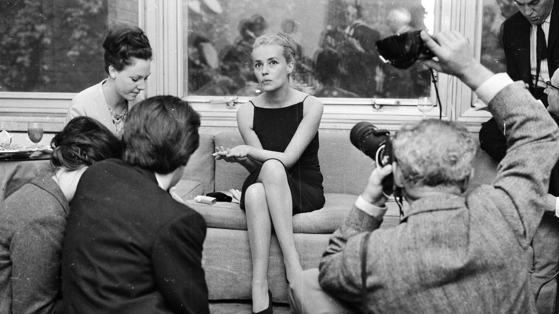 Jean Moreau, en 1962, en medio de una enorme expectación por su relación con Pierre Cardin. (Getty)