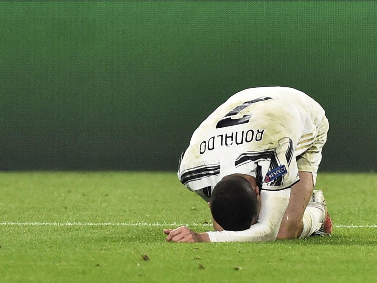 Foto: Cristiano se lamenta de un golpe durante el partido (Reuters)