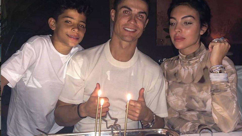 Cristiano Ronaldo, junto a Georgina Rodríguez y su hijo mayor. (Instagram CR)
