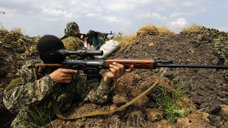 Separatistas en sus trincheras a las afueras de Slaviansk, en la región de Donétsk (Reuters).