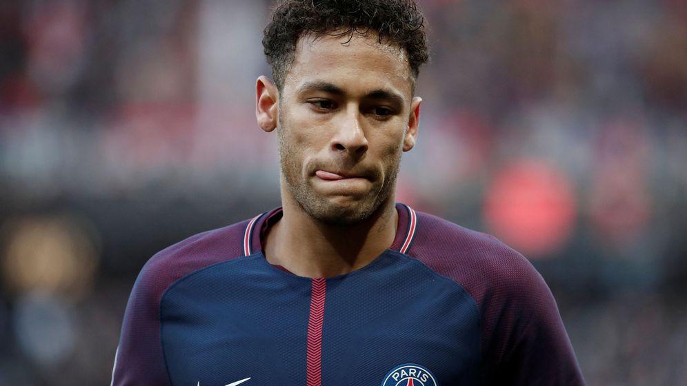 Foto: Neymar, serio, durante un partido con el Paris Saint Germain en el Parque de los Príncipes. (REUTERS)