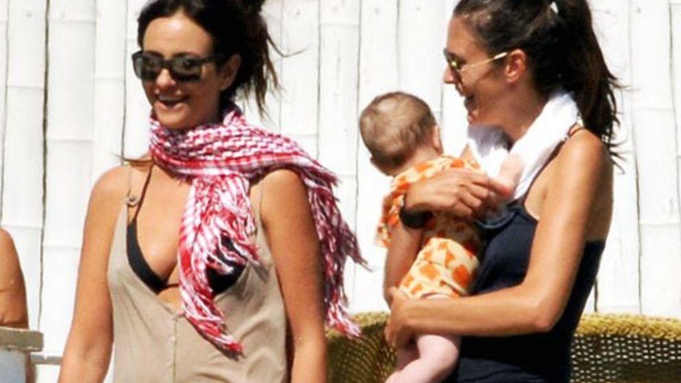 Melanie Olivares disfruta de las primeras vacaciones de su hija Manuela